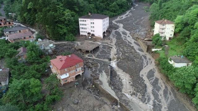 Trabzon'da 3 kişinin hayatını kaybettiği sel felaketi havadan görüntülendi